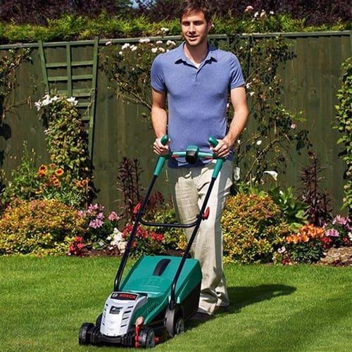 Bosch Accu Grasmaaier Rotak 32 Li tuin